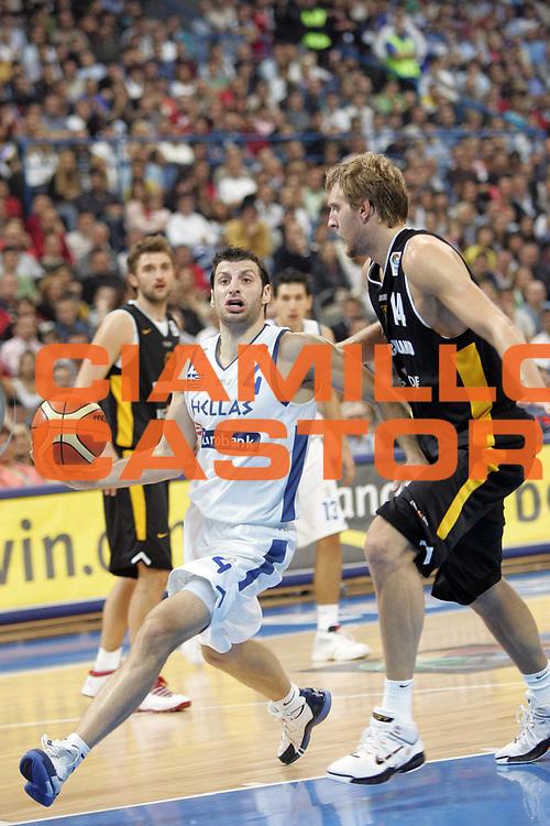 DESCRIZIONE : Belgrado Belgrade Eurobasket Men 2005 Grecia Germania Finale<br /> GIOCATORE : Papaloukas<br /> SQUADRA : Grecia Greece <br /> EVENTO : Eurobasket Men 2005 Campionati Europei Uomini 2005<br /> GARA : Grecia Germania Greece Germany<br /> DATA : 25/09/2005<br /> CATEGORIA :<br /> SPORT : Pallacanestro<br /> AUTORE : Ciamillo&amp;Castoria/Fiba Europe Pool