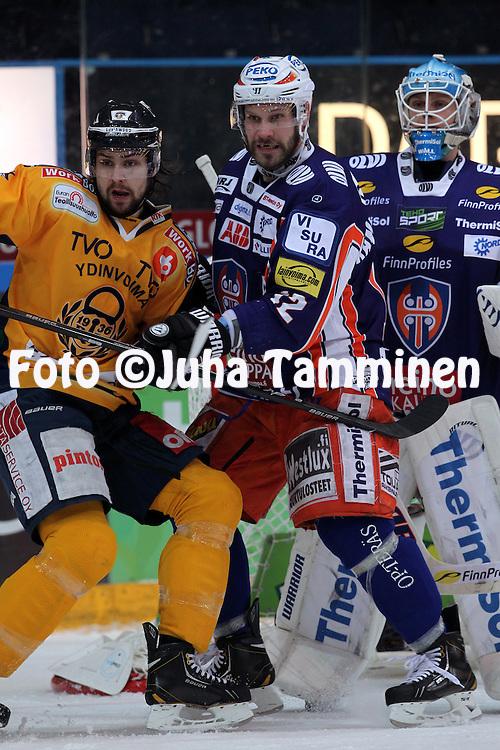Markus Kankaanperä (Tappara) v Jerry Ahtola (Lukko).