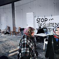 Nederland, Amsterdam , 15 december 2012..De uitgeprocedeerde asielzoekers die de afgelopen dagen onderdak kregen in de gekraakte Sint Jozefkerk in Amsterdam-West, kunnen daar tot eind maart blijven. Daarna moeten ze het pand vrijwillig verlaten, zo hebben ze met de eigenaar afgesproken in een overeenkomst die alle betrokkenen moeten ondertekenen..Schoon en veilig.Dat zei een woordvoerder van de groep die zich over de mensen ontfermt. In de kerk is plaats voor maximaal 102 uitgeprocedeerde asielzoekers. Ze hebben onder meer toegezegd de boel schoon te houden en te zorgen voor een veilig verblijf. De groep verbleef eerder met andere lotgenoten in een tentenkamp in Osdorp..Op de foto:.Foto:Jean-Pierre Jans