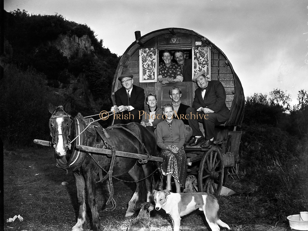 Travelling family, the Murphy's, at Kilpedder, Co. Wicklow.13/10/1958. barrel, top, wagon,