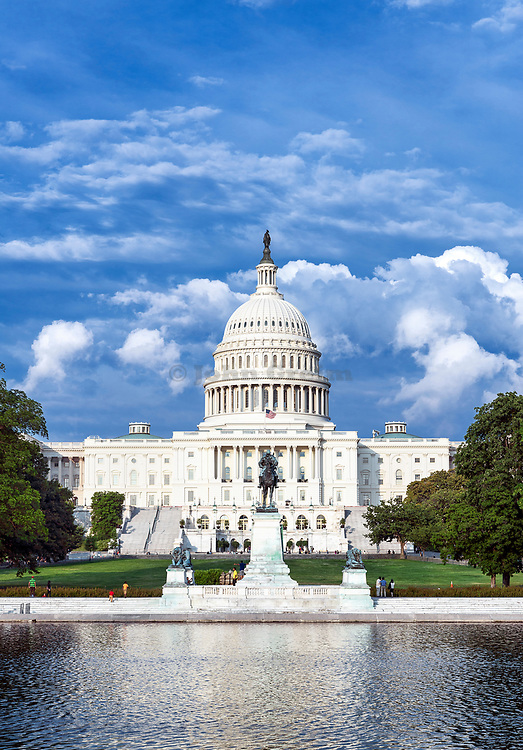 Reflecting pool, Ulysses S. Grant Memorial and US Capitol Building, Washington D.C., USA