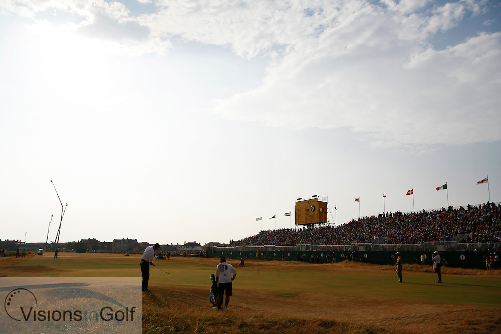 Ernie Els chips to the 18th green during the third round on 22nd July 2006<br /> The Open Championship 2006, Royal Liverpool GC, Hoylake, England,UK.<br /> Picture Credit: Mark Newcombe / visionsingolf.com