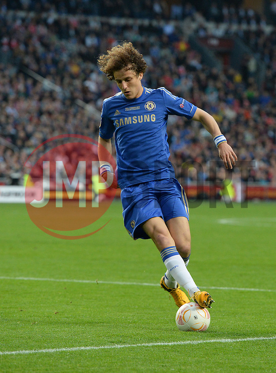 Chelsea's David Luiz controls the ball - Photo mandatory by-line: Joe Meredith/JMP - Tel: Mobile: 07966 386802 06/05/2013 - SPORT - FOOTBALL - EUROPA LEAGUE FINAL - Amsterdam Arena - Amsterdam - Benfica v Chelsea - Europa League Final