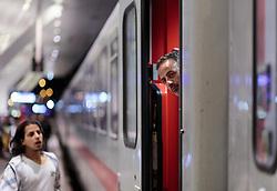 13.09.2015, Hauptbahnhof Salzburg, AUT, Fluechtlinge am Hauptbahnhof Salzburg auf ihrer Reise nach Deutschland, im Bild ein Migrant wartet auf die Abfahrt des Zuges nach Muenchen. Der ÖBB Zugsverkehr nach Deutschland wurde eingestellt // a Migrant waiting for the departure of the train to Munich. According to reports Germany has stoped the Train Traffic from and into Austria, Main Train Station, Salzburg, Austria on 2015/09/13. EXPA Pictures © 2015, PhotoCredit: EXPA/ JFK
