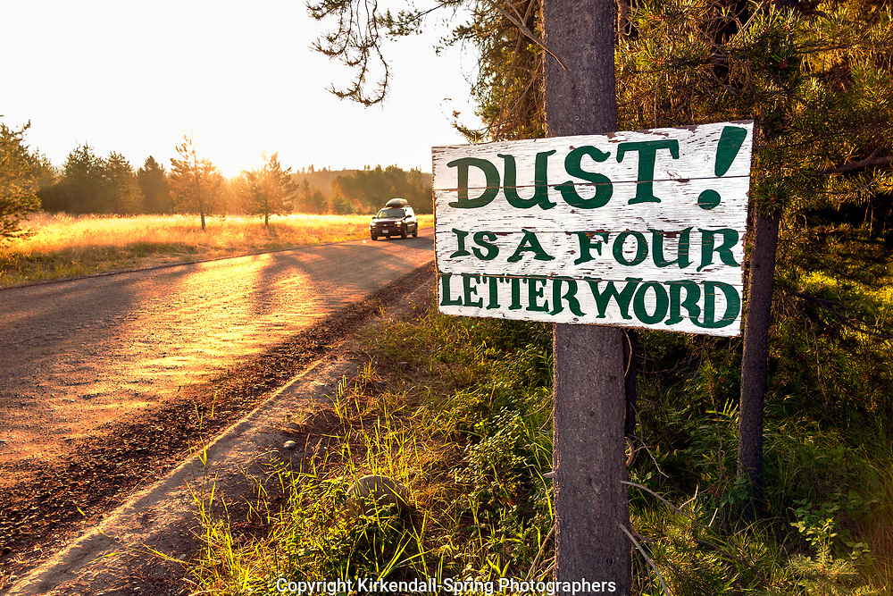 BC00650-00...MONTANA - Sign warning about dust outside Polebridge.