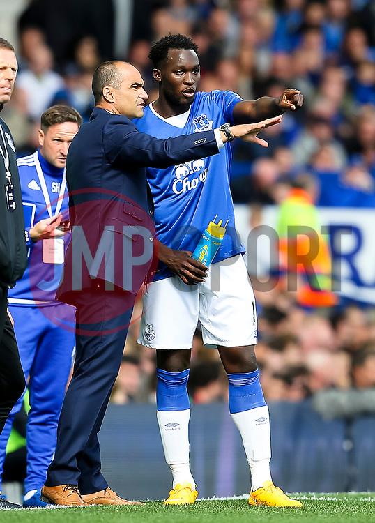 Everton Manager, Roberto Martinez gives instructions to Romelu Lukaku - Mandatory byline: Matt McNulty/JMP - 07966386802 - 12/09/2015 - FOOTBALL - Goodison Park -Everton,England - Everton v Chelsea - Barclays Premier League