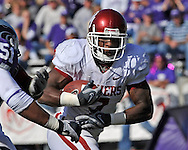 MANHATTAN, KS - OCTOBER 25:  Running back DeMarco Murray #7 of the Oklahoma Sooners rushes down field in the first half against the Kansas State Wildcats on October 25, 2008 at Bill Snyder Family Stadium in Manhattan, Kansas.  The Oklahoma Sooners won 58-35.