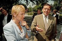 """25.06.1998, Germany/Bonn:<br /> Christine Bergmann, SPD, 2. Bürgermeisterin Berlin, und Gerhard Schröder, SPD Kanzlerkandidat und Ministerpräsident von Niedersachsen auf dem Weg zur SPD Veranstaltung """"Neue Politik - Neue Chancen für die Städte"""", Beethovenhalle<br /> IMAGE: 19980625-02/03-29<br />  <br />  <br />  <br /> KEYWORDS: Gerhard Schroeder"""