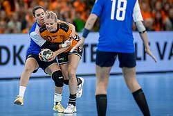 23-11-2017 NED: Nederland - Italie, Eindhoven<br /> Uitzwaaiduel Oranje in een volgepakt Topsportcentrum in Eindhoven tegen Italie wordt met ruime cijfers gewonnen 41-16 / Danick Snelder #10 of Netherlands