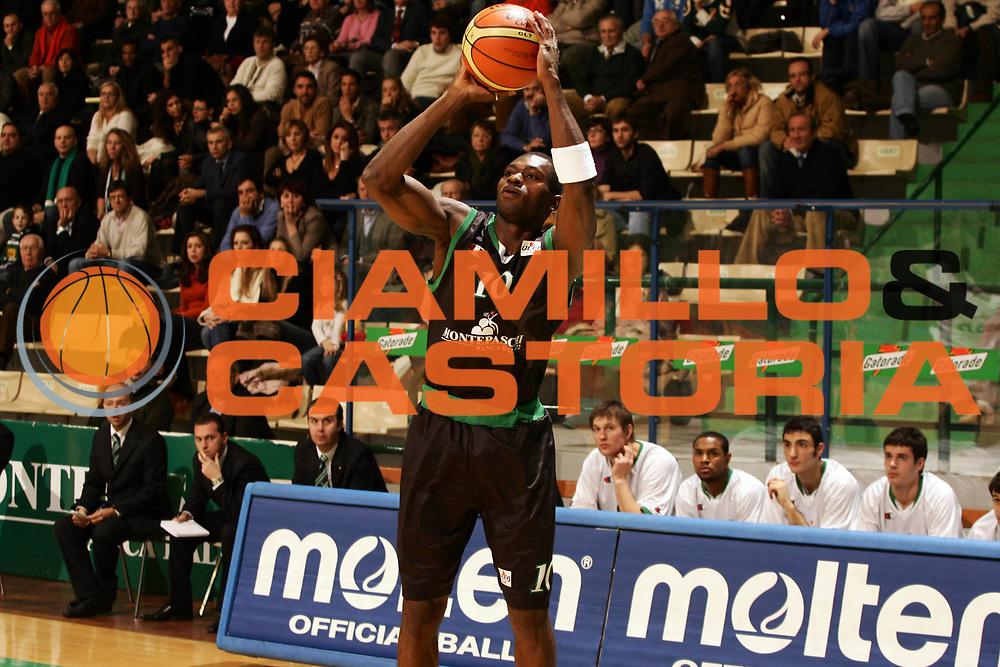 DESCRIZIONE : Siena Uleb Cup 2006-07 Montepaschi Siena Hapoel Migdal Jerusalem <br /> GIOCATORE : Sato <br /> SQUADRA : Montepaschi Siena <br /> EVENTO : Uleb 2006-2007 <br /> GARA : Montepaschi Siena Hapoel Migdal Jerusalem <br /> DATA : 12/12/2006 <br /> CATEGORIA : Tiro <br /> SPORT : Pallacanestro <br /> AUTORE : Agenzia Ciamillo-Castoria/P.Lazzeroni