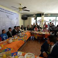 Toluca, México (Febrero 20, 2017).- Organizaciones sociales suscribieron en la ciudad de Toluca lo que denominaron Alianza por el Estado de México, con lo que pretenden impulsar acciones de mejora en materia de seguridad, educación y transporte, entre otras, las cuales impulsarán ante los distintos aspirantes a la gubernatura mexiquense.  Agencia MVT / Crisanta Espinosa