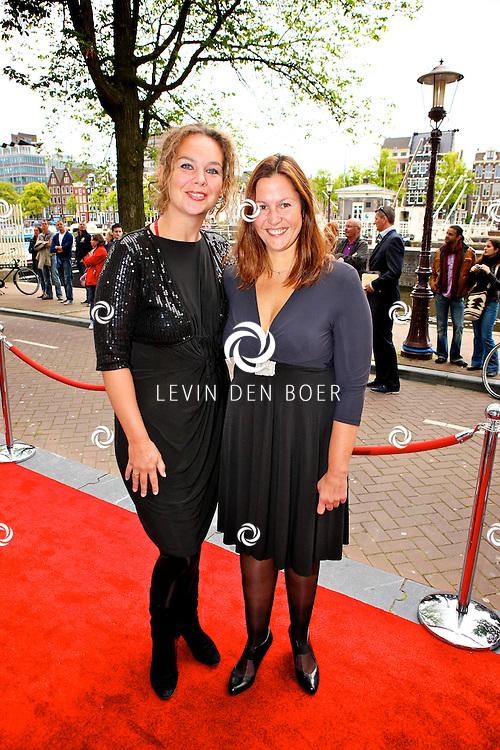 AMSTERDAM - Bij het Koninklijk Theater Carre is de premiere van Circus Hurricane Hans Klok van start gegaan.  Met op de foto Sara Kroos met partner Danielle. FOTO LEVIN DEN BOER - PERSFOTO.NU