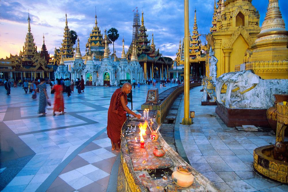 Twilight at the Shwedagon Pagoda, Yangon (Rangoon), Yangon, Myanmar (Burma)
