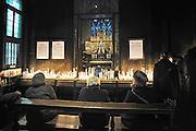Nederland, Maastricht, 9-2-2014In de mariakapel van de onze lieve vrouwebasiliek in Maastricht branden mensen kaarsjes. Sterre der Zee.Foto: Flip Franssen