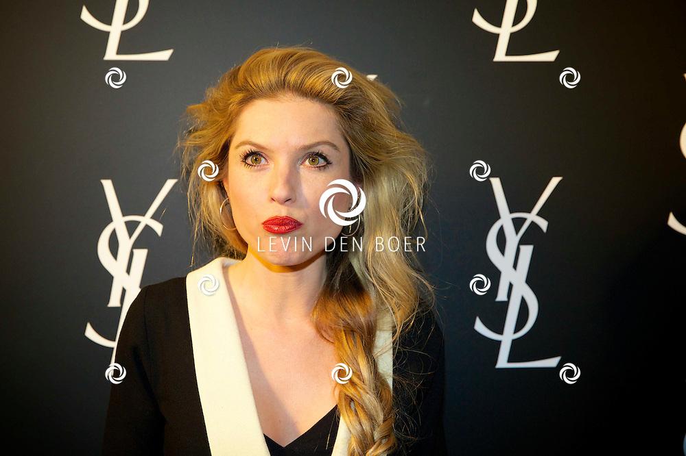 AMSTERDAM - In de Vondelkerk is de filmpremiere van 'Yves Saint Laurent' gehouden. Met op de rode loper  Lauren Verster. FOTO LEVIN DEN BOER - PERSFOTO.NU