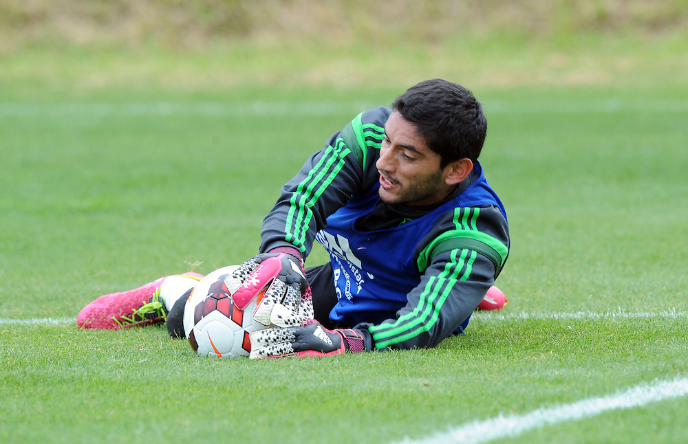 Mexico Football goal keeper Jose de Jesus Corona at the teams first training run at Dave Farrington Park, Miramar after their arrival for the FIFA World Cup qualifier match against New Zealand on Wednesday, Wellington, New Zealand, Sunday, November 17, 2013. Credit:SNPA / Ross Setford