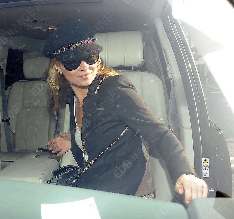 02.MARCH.2011. LONDON<br /> <br /> KATE MOSS LEAVING E &amp; O BAR AND RESTAURANT IN NOTTING HILL AFTER HAVING LUNCH WITH TESS DALY AND PALOMA FAITH.<br /> <br /> BYLINE: EDBIMAGEARCHIVE.COM<br /> <br /> *THIS IMAGE IS STRICTLY FOR UK NEWSPAPERS AND MAGAZINES ONLY*<br /> *FOR WORLD WIDE SALES AND WEB USE PLEASE CONTACT EDBIMAGEARCHIVE - 0208 954 5968*