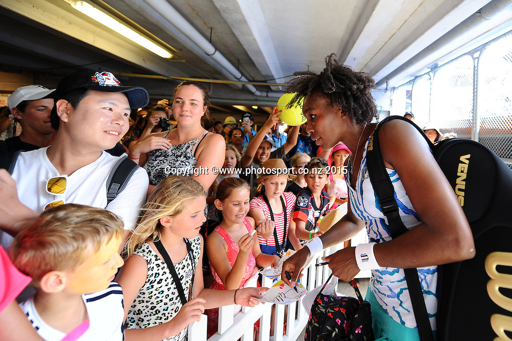 Venus Williams from the USA with fans on Day 3 of the ASB Classic Women's International. ASB Tennis Centre, Auckland, New Zealand. Wednesday 7 January 2015. Copyright photo: Chris Symes/www.photosport.co.nz