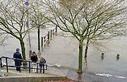 Nederland, Nijmegen, 27-12-2012Het water van de rivieren Maas, IJssel en Waal stijgt weer. Het lage gedeelte van de Waalkade staat onder water.Foto: Flip Franssen/Hollandse Hoogte