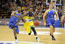 01.11.2014, EWE Arena, Oldenburg, GER, Beko Basketball BL, EWE Baskets Oldenburg vs Basketball Löwen Braunschweig, 7. Runde, im Bild Julius Jenkins (Oldenburg) vs. Dru Joyce (links, Braunschweig, ehemals Baskets Oldenburg) und Dominoc Lockhart //  during the Beko Basketball Bundes league 7th round match between EWE Baskets Oldenburg vs Basketball Lions Braunschweig at the EWE Arena in Oldenburg, Germany on 2014/11/01. EXPA Pictures © 2014, PhotoCredit: EXPA/ Eibner-Pressefoto/ Hibbeler<br /> <br /> *****ATTENTION - OUT of GER*****