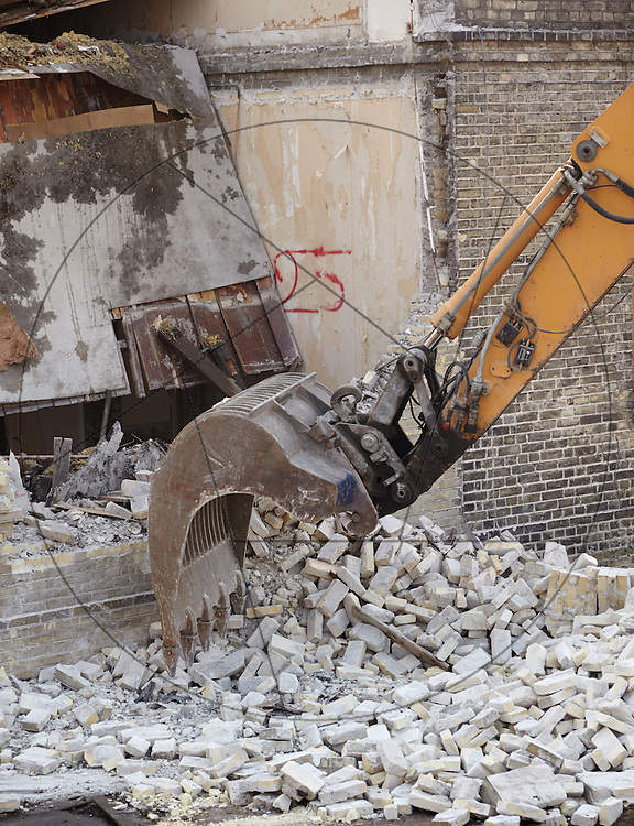 Diakonissestiftelsen Peter Bangsvej Frederiksberg, nedrivning af huse før nybygning af hospice arbejdssikkerhed, arbejdsmiljø, grab, murbrokker