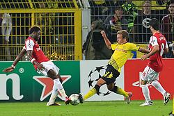 13.09.2011, Signal Iduna Park, Dortmund, GER, UEFA CL, Gruppe F, Borussia Dortmund (GER) vs Arsenal London (ENG), im Bild.Alex Song (Arsenal #17) (L) gegen Mario Götze (Dortmund #11) .(R)..// during the UEFA CL, group F, Borussia Dortmund (GER) vs Arsenal London on 2011/09/13, at Signal Iduna Park, Dortmund, Germany. EXPA Pictures © 2011, PhotoCredit: EXPA/ nph/  Mueller       ****** out of GER / CRO  / BEL ******