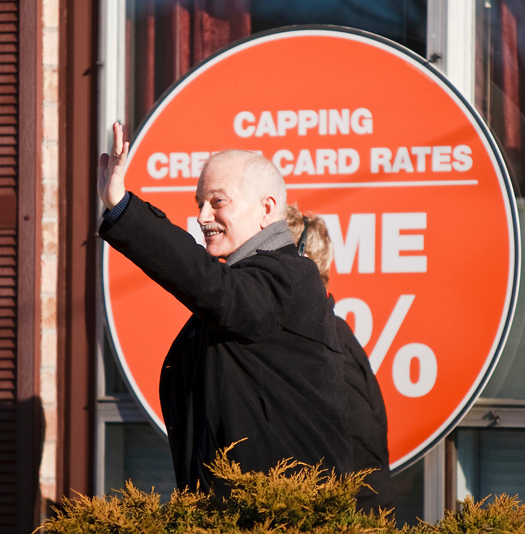 NDP leader Jack Layton waves to supporters at a campaign event in Brantford, Ontario, March 29, 2011. Layton announced his plan to limit credit card fees for consumers and small businesses. Canadians will be heading to the polls May 2.<br /> AFP/GEOFF ROBINS/STR