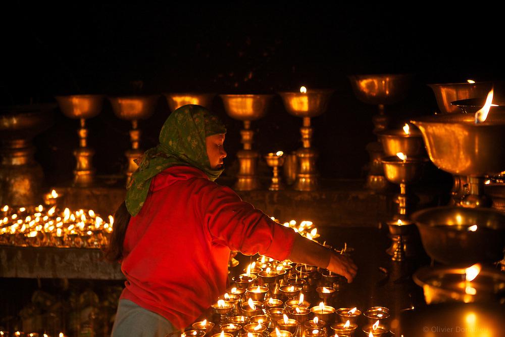 La chambre des lampes &agrave; huile, Stakhna, Ladakh, Inde 2010.<br /> <br /> Les bougies sont sans cesse aliment&eacute;e en huile v&eacute;g&eacute;tale, autrefois en beurre de yak, et aide &agrave; la concentration et la m&eacute;ditation. Les plus grandes peuvent bruler pendant plus d'un an.