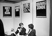 Nederland, Utrecht, 24-1-1986<br /> Serie beelden gemaakt voor twaalf verhalen in het blad Intermediair eind 1985, begin 1986 over de staat van de nederlandse economie per provincie . In de jaarbeurs vindt een zogenaamde JobFair plaats. Een banenbeurs voor academici die in de automatisering willen werken. Er was zeer veel vraag naar automatiseerders. Het fenomeen Head hunting deed opgang. Het zoeken van knappe koppen door bureaus die zich daarop specialiseerde. Voorloper van de carrierebeurs. Ahold, Albert Heijn .<br /> De computer deed voorzichtig zijn intrede, er bestond geen mobiele telefoon, gsm, of internet . De analoge maatschappij . Transitie naar het computertijdperk en automatisering, robotisering .<br /> Foto: Flip Franssen