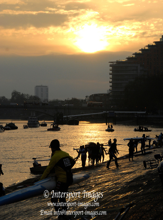 Putney, Chiswick, London, Scullers boating, 57th Vesta Scullers Head, Championship Course, Mortlake to Putney, River Thames, on Saturday  27/11/2010 [Mandatory Credit Karon Phillips/Intersport Images] - Sunrise, Sunsets, Silhouettes