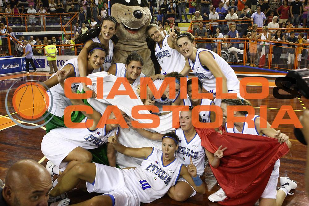 DESCRIZIONE : Pescara Giochi del Mediterraneo 2009 Mediterranean Games Italia Serbia  Italy  Serbia Final Women<br /> GIOCATORE : team<br /> SQUADRA : Italia Italy<br /> EVENTO : Pescara Giochi del Mediterraneo 2009<br /> GARA : Italia Serbia  Italy  Serbia<br /> DATA : 02/07/2009<br /> CATEGORIA : esultanza<br /> SPORT : Pallacanestro<br /> AUTORE : Agenzia Ciamillo-Castoria/C.De Massis<br /> Galleria : Giochi del Mediterraneo 2009<br /> Fotonotizia : Pescara Giochi del Mediterraneo 2009 Mediterranean Games Italia Serbia  Italy  Serbia Final Women<br /> Predefinita :