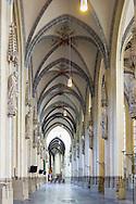 Nederland, Den Bosch, 20160806<br /> Kathedraal St. Jan in Den Bosch.De Sint-Janskathedraal (voluit: de Kathedrale Basiliek van Sint-Jan Evangelist) in de binnenstad van 's-Hertogenbosch wordt veelal beschouwd als het hoogtepunt van de Brabantse gotiek. De kathedraal imponeert door zijn omvang en enorme rijkdom aan beeldhouwwerk. Uniek in Nederland zijn de dubbele luchtbogen en uniek in de wereld zijn de 96 luchtboogfiguren.De kerk in volle pracht op de Parade<br /> Sint-Janskathedraal<br /> <br /> Netherlands, Den Bosch<br /> The St. John's Cathedral (in full: the Cathedral Basilica of St. John the Evangelist) in the city of 's-Hertogenbosch is often regarded as the pinnacle of Brabant Gothic. The cathedral impresses by its size and wealth of sculpture. Unique in the Netherlands are the double flying buttresses and unique in the world, the 96 flying buttress figures.<br /> St. John's Cathedral