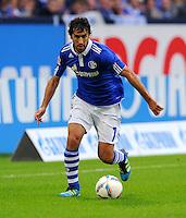 """18. September 2011: Gelsenkirchen, Veltins-Arena """"Auf Schalke"""": Fussball 1. Bundesliga, 6. Spieltag: FC Schalke 04 - FC Bayern Muenchen: Schalkes Raul am Ball."""