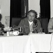 NLD/Huizen/19920518 - Mediashow van Ton Lankreijer in de Boerderij Huizen, vlnr. ........., Mart Smeets en Otto van der Parre