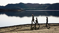 Andri, Magga og Hlynur Snær á göngu við Langasjó.