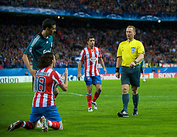 MADRID, SPAIN - Wednesday, October 22, 2008: Club Atletico de Madrid's Maniche is shown the yellow card by referee Claus Bo Larsen for diving during the UEFA Champions League Group D match at the Vicente Calderon. (Photo by David Rawcliffe/Propaganda)