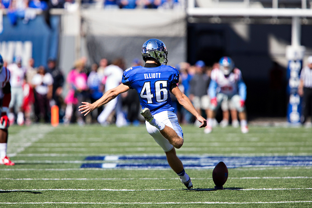 MEMPHIS, TN - OCTOBER 17:  Jake Elliott #46 of the Memphis Tigers kicks off during a game against the Ole Miss Rebels at Liberty Bowl Memorial Stadium on October 17, 2015 in Memphis, Tennessee.  The Tigers defeated the Rebels 37-24.  (Photo by Wesley Hitt/Getty Images) *** Local Caption *** Jake Elliott