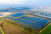 Nederland, Groningen, Delfzijl, 04-11-2018; Sunport Delfzijl, het grootste zonne-energiepark van Nederland. Het park levert onder andere stroom aan het Google datacentre in de nabij gelegen Eemshaven. Sunport Delfzijl, the largest solar energy park in the Netherlands. The park supplies power to the Google data center in the nearby Eemshaven.<br /> <br /> luchtfoto (toeslag op standaard tarieven);<br /> aerial photo (additional fee required);<br /> copyright&copy; foto/photo Siebe Swart