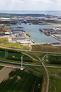 Nederland, Zeeland, Vlissingen-Oost, 09-05-2013; Nieuwe Sloelijn, goederenspoorlijn tussen het Sloegebied en de spoorlijn tussen Roosendaal en Vlissingen (Zeeuwse lijn). Intakking op havenspoorlijn, Sleohaven in het verschiet.<br /> New Sloelijn, freight railway line between the harbor and the railway line between Vlissingen and Roosendaal (Zeeland line).luchtfoto (toeslag op standard tarieven);<br /> aerial photo (additional fee required);<br /> copyright foto/photo Siebe Swart.