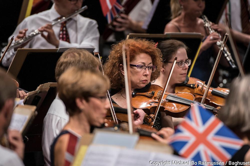 Promenadekoncert. Aalborg Symfoniorkester med dirigent Russell Gray. Foto: © Michael Bo Rasmussen / Baghuset. Dato: 27.08.15