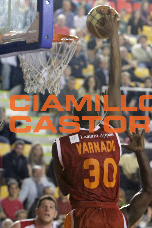 DESCRIZIONE : Roma Lega Basket A 2011-12  Acea Virtus Roma Banca Tercas Teramo<br /> GIOCATORE : Jarvis Varnado<br /> CATEGORIA : schiacciata<br /> SQUADRA :Acea Virtus Roma <br /> EVENTO : Campionato Lega A 2011-2012 <br /> GARA :  Banca Tercas Teramo<br /> DATA : 16/04/2012<br /> SPORT : Pallacanestro  <br /> AUTORE : Agenzia Ciamillo-Castoria/ GiulioCiamillo<br /> Galleria : Lega Basket A 2011-2012  <br /> Fotonotizia : Roma Lega Basket A 2011-12 Acea Virtus Roma Banca Tercas Teramo<br /> Predefinita :