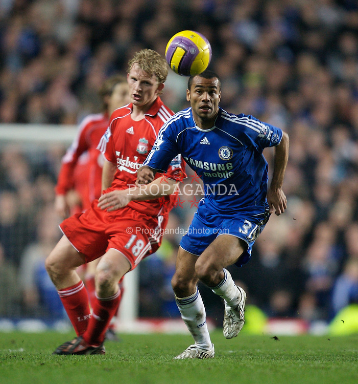 LONDON, ENGLAND - Sunday, February 10, 2008: Liverpool's Dirk Kuyt and Chelsea's Ashley Cole during the Premiership match at Stamford Bridge. (Photo by David Rawcliffe/Propaganda)