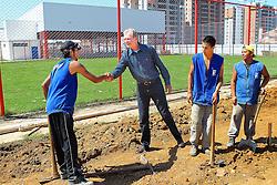 O candidato à reeleição pelo PDT em Porto Alegre, José Fortunati, visita as obras do Centro Esportivo e Cultural Bom Jesus, que será inaugurado no próximo dia 19. FOTO: Jefferson Bernardes / Preview.com