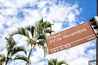 Placa com nome de praça no centro da cidade. Florianópolis, Santa Catarina, Brasil. / Square name sign in downtown. Florianopolis, Santa Catarina, Brazil.