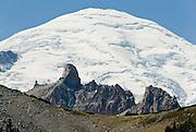 Glaciers and crevasses. On the Wonderland Trail to Summerland in Mount Rainier National Park, Washington, USA. Mount Rainier rises to 14,411 feet elevation.