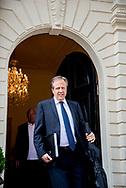 DEN HAAG - Alexander Pechtold (D66)vertrekt bij Johan de Witthuis waar de onderhandelaars van VVD, CDA, D66 en ChristenUnie spreken met informateur Gerrit Zalm.  JULIA BRABANDER