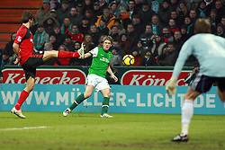 21.02.2010, Weserstadion, Bremen, GER,  1. FBL,  Werder Bremen vs Bayer 04 Leverkusen, im Bild Peterr Niemeyer (Werder #25) schiesst aufs Tor. Im Vordergrund Rene Adler (Bayer 04 #01).EXPA Pictures © 2010, PhotoCredit: EXPA/ nordphoto/ Arend / for Slovenia SPORTIDA PHOTO AGENCY.