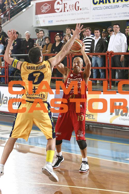 DESCRIZIONE : Porto San Giorgio Lega A 2008-09 Premiata Montegranaro Scavolini Spar Pesaro<br /> GIOCATORE : Carlton Myers<br /> SQUADRA : Scavolini Spar Pesaro<br /> EVENTO : Campionato Lega A 2008-2009<br /> GARA : Premiata Montegranaro Scavolini Spar Pesaro<br /> DATA : 05/04/2009<br /> CATEGORIA : <br /> SPORT : Pallacanestro<br /> AUTORE : Agenzia Ciamillo-Castoria/C.De Massis