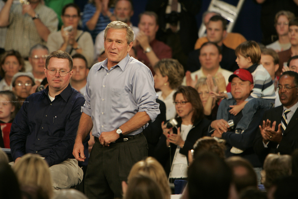 Blaine,MN,USA,20040916 ; The US President George W. Bush campaigning for re-election at National Sport Center in Blaine outside Minnesota.....Photo; Orjan F. Ellingvag/Dagbladet/Corbis