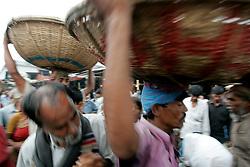BANGLADESH DHAKA KAWRAN BAZAAR 3MARB05 - Market scenes at Kawran Bazaar vegetable market. The Bazaar has been in the Tejgaon area for at least 30 years and is one of the largest markets in Dhaka city.....jre/Photo by Jiri Rezac....© Jiri Rezac 2005....Contact: +44 (0) 7050 110 417..Mobile:  +44 (0) 7801 337 683..Office:  +44 (0) 20 8968 9635....Email:   jiri@jirirezac.com..Web:    www.jirirezac.com....© All images Jiri Rezac 2005 - All rights reserved.